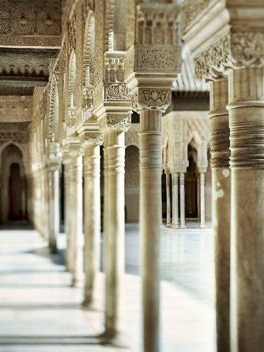 Alhambra Regular